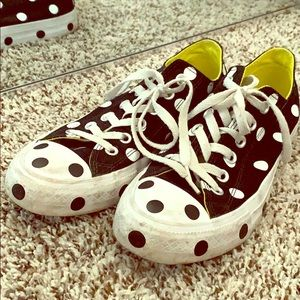 Polka dots Converse shoes.